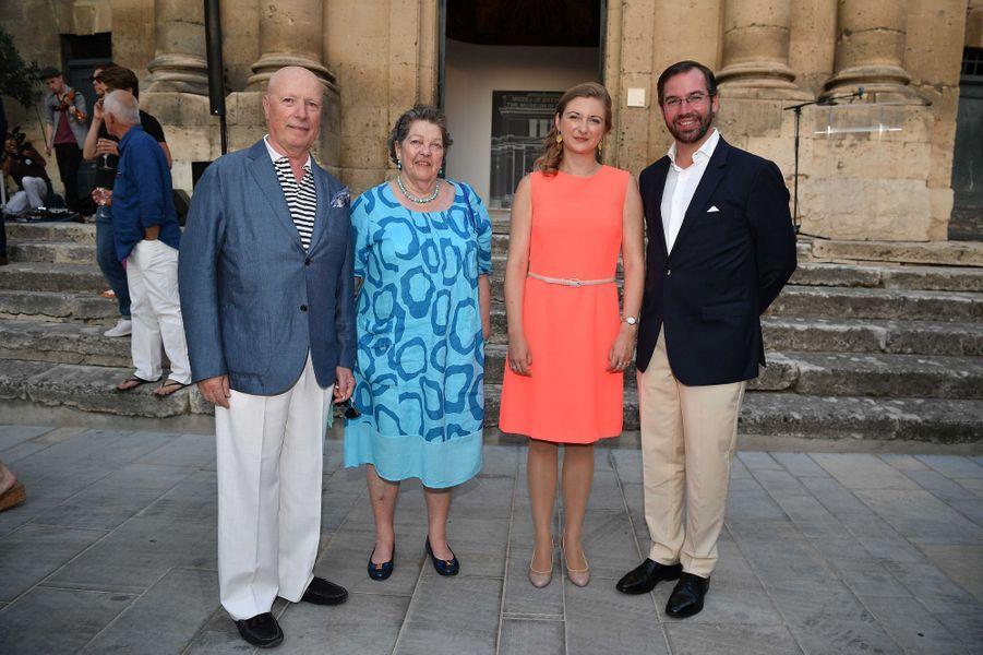 La princesse Stéphanie et le prince Guillaume de Luxembourg avec la princesse Chantal d'Orléans, soeur du comte de Paris, et son mari à Arles le 7 juillet 2017
