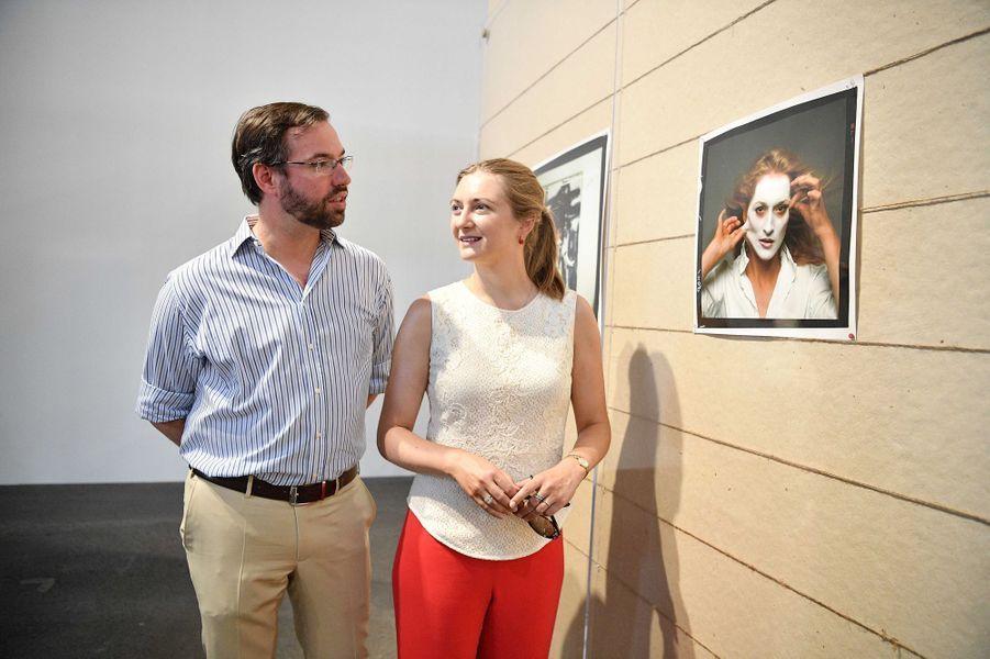 La princesse Stéphanie et le prince Guillaume de Luxembourg visitent l'exposition d'Anne Leibovitz à Arles, le 7 juillet 2017