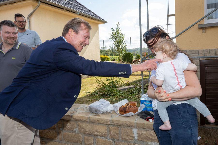 Le grand-duc Henri de Luxembourg le 10 août 2019 à la rencontre des sinistrés de la tornade dévastatrice de la veille