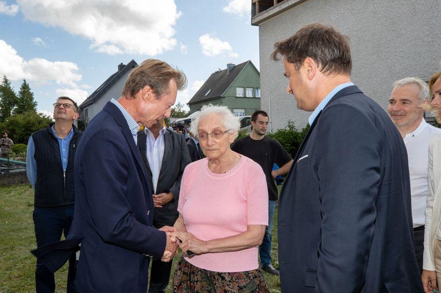 Le grand-duc Henri de Luxembourg le 10 août 2019, avec Xavier Bettel, sur les lieux de la tornade dévastatrice de la veille