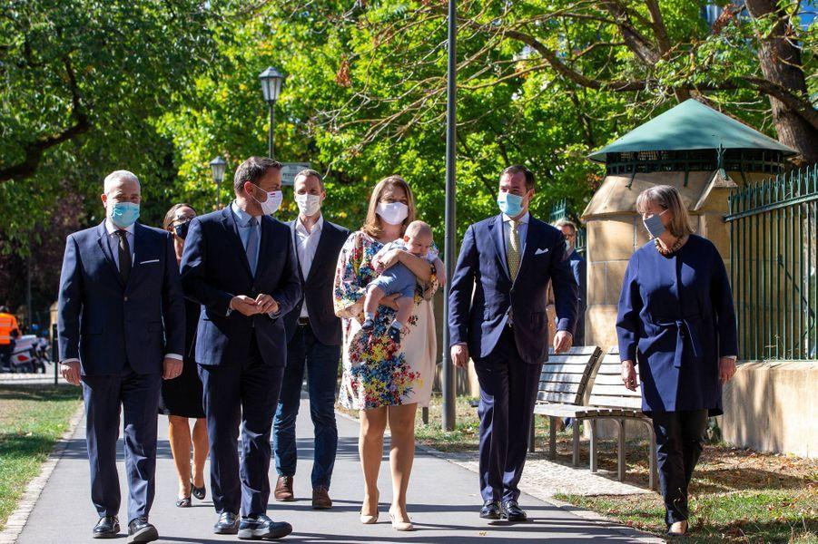 Le prince Charles de Luxembourg avec ses parents le prince héritier Guillaume et la princesse Stéphanie, Xavier Bettel, Dan Kersch, Lydie Polfer et Serge Wilmes à Luxembourg, le 21 septembre 2020