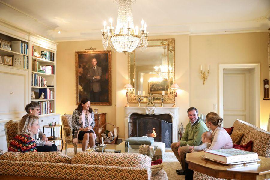 Le prince Charles de Luxembourg avec ses parents, la grande-duchesse héritière Stéphanie et le grand-duc héritier Guillaume au château de Fischbach, le 13 octobre 2020