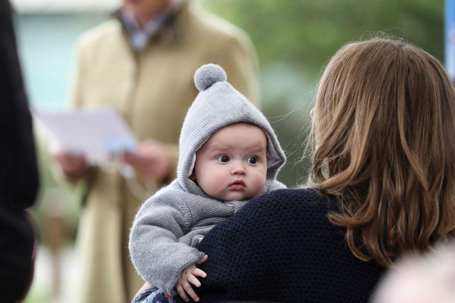 Le prince Charles de Luxembourg dans les bras de la princesse Stéphanie, à Schuttrange le 5 octobre 2020