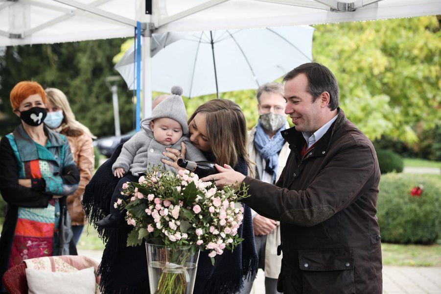 La princesse Stéphanie et le prince héritier Guillaume de Luxembourg avec le prince Charles, à Schuttrange le 5 octobre 2020