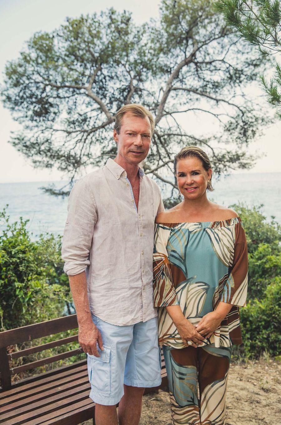 La grande-duchesse Maria Teresa et le grand-duc Henri de Luxembourg en vacances à Cabasson. Photo diffusée le 8 août 2018