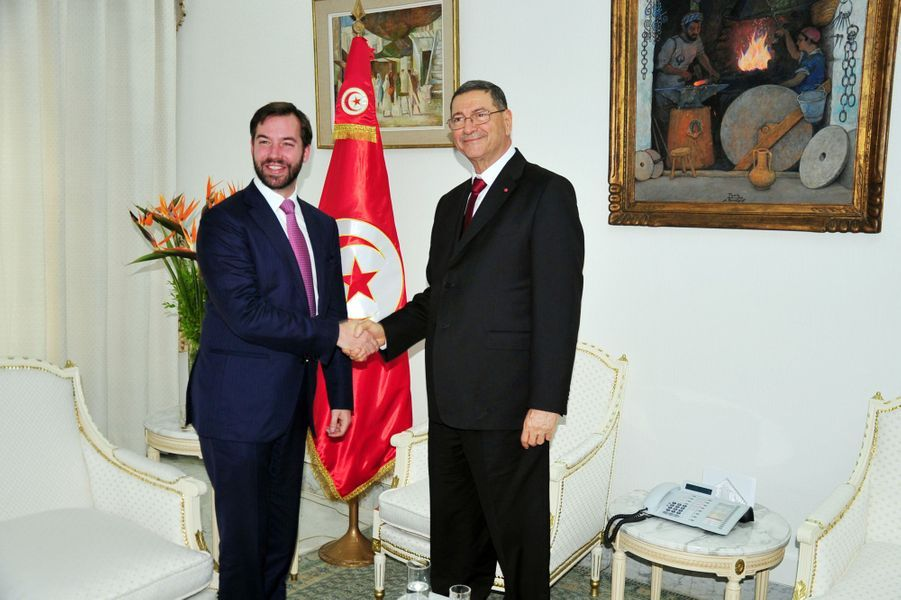 Le prince Guillaume de Luxembourg avec le Premier ministre Habib Essid à Tunis, le 29 avril 2015