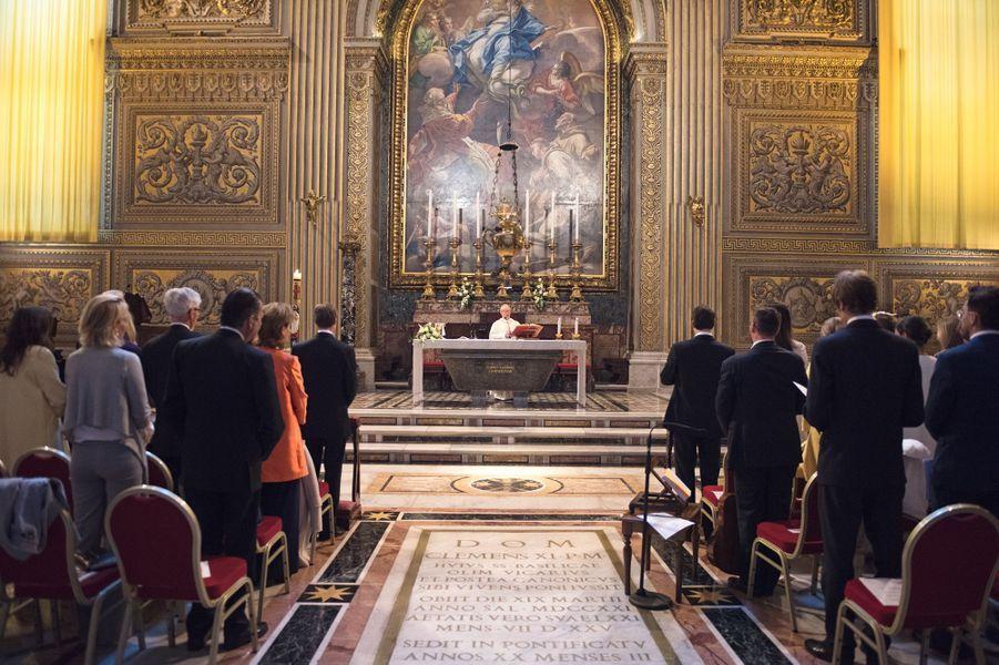 Baptême du prince Liam de Luxembourg dans la chapelle du choeur de la basilique Saint-Pierre au Vatican, le 22 avril 2017