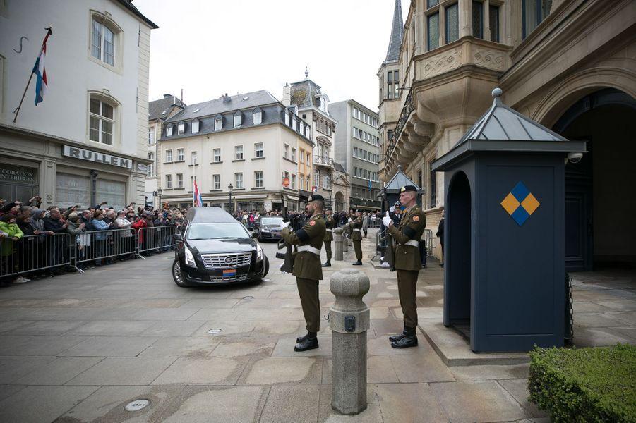 L'arrivée de la dépouille mortelle de l'ex-grand-duc Jean de Luxembourg au Palais grand-ducal à Luxembourg, le 28 avril 2019