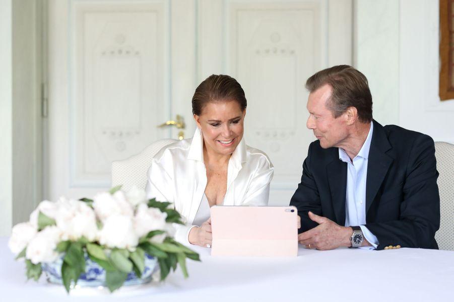 La grande-duchesse Maria Teresa et le grand-duc Henri de Luxembourg au château de Berg, le 10 mai 2020