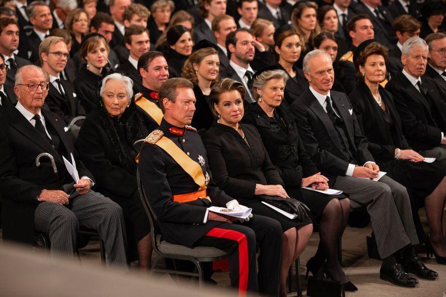A l'intérieur de la cathédrale Notre-Dame, à Luxembourg, samedi. A gauche au premier rang, le Grand-Duc Henri et la Grande-Duchesse Maria-Teresa.