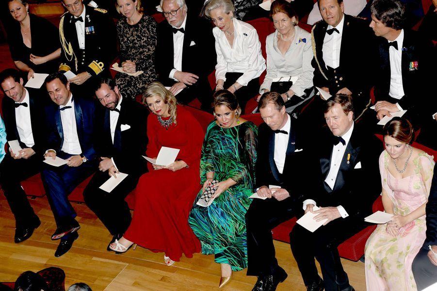 Le grand-duc et la grande-duchesse de Luxembourg avec leur fils aîné et leur belle-fille et le couple royal néerlandais à Luxembourg, le 24 mai 2018