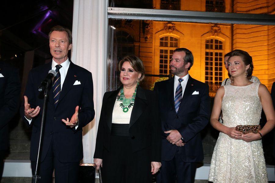 La grande-duchesse Maria Teresa et le grand-duc Henri de Luxembourg avec le prince Guillaume et la princesse Stéphanie à Paris le 20 mars 2018