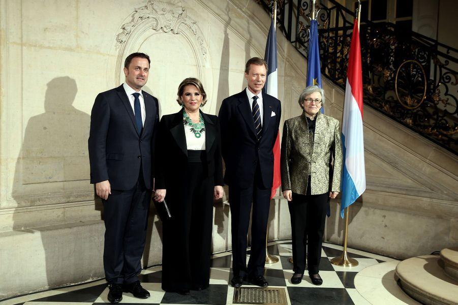 La grande-duchesse Maria Teresa et le grand-duc Henri de Luxembourg avec Xavier Bettel et la directrice du musée Rodin à Paris le 20 mars 2018