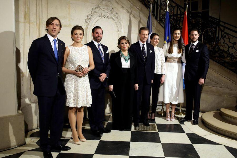 La grande-duchesse Maria Teresa et le grand-duc Henri de Luxembourg avec leur famille à Paris le 20 mars 2018