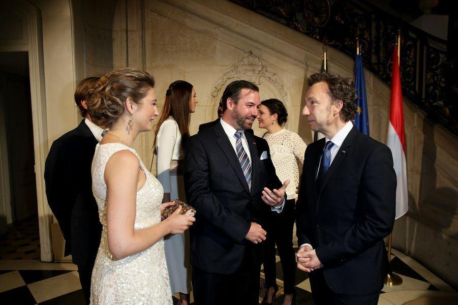 La princesse Stéphanie et le prince Guillaume de Luxembourg avec Stéphane Bern à Paris le 20 mars 2018