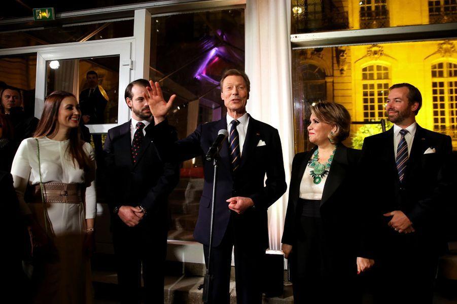 La grande-duchesse Maria Teresa et le grand-duc Henri de Luxembourg avec les princes Guillaume et Félix et la princesse Claire à Paris le 20 mars 2018