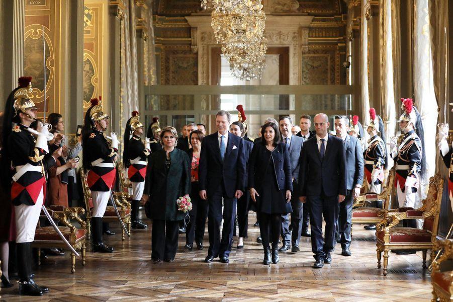 La grande-duchesse Maria Teresa et le grand-duc Henri de Luxembourg avec Anne Hidalgo à Paris le 20 mars 2018