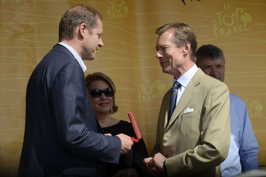 Le grand-duc Henri de Luxembourg décore Christian Prudhomme à Mondorf-les-Bains, le 4 juillet 2017