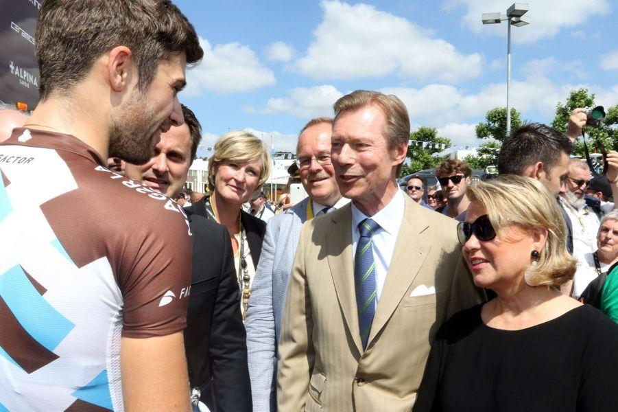 La grande-duchesse Maria Teresa et le grand-duc Henri de Luxembourg sur le Tour de France à Mondorf-les-Bains, le 4 juillet 2017