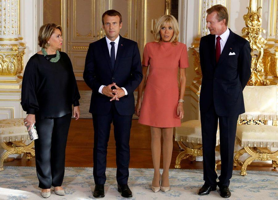 La grande-duchesse Maria Teresa et le grand-duc Henri de Luxembourg avec Brigitte et Emmanuel Macron à Luxembourg, le 29 août 2017