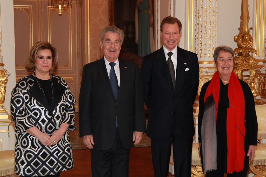 La grande-duchesse Maria Teresa et le grand-duc Henri de Luxembourg avec le président autrichien et sa femme à Luxembourg, le 26 février 2016
