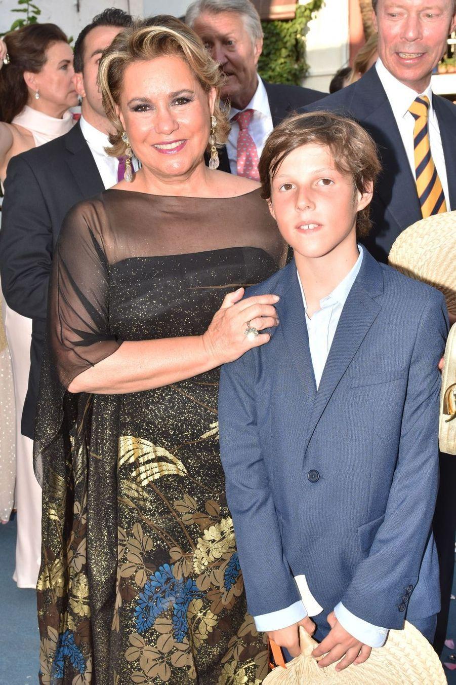 La grande-duchesse Maria Teresa de Luxembourg avec son petit-fils le prince Gabriel à Marbella, le 2 septembre 2017