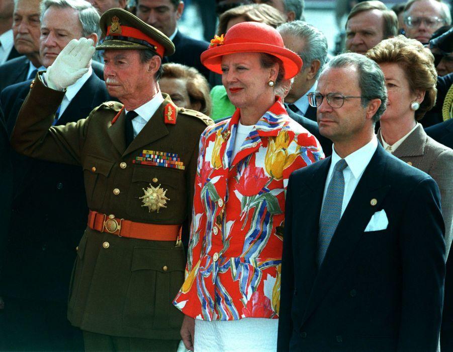 Le grand-duc Jean de Luxembourg avec la reine Margrethe II de Danemark et le roi Carl XVI Gustaf de Suède, le 8 mai 1995