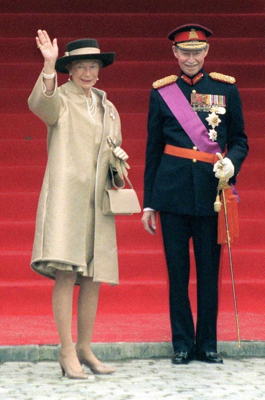 Le grand-duc Jean de Luxembourg avec sa femme la grande-duchesse Joséphine-Charlotte, le 4 décembre 1999