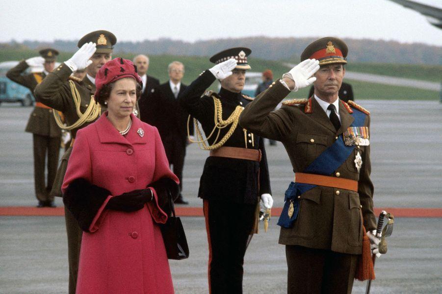 Le grand-duc Jean de Luxembourg avec la reine Elizabeth II, le 8 novembre 1976
