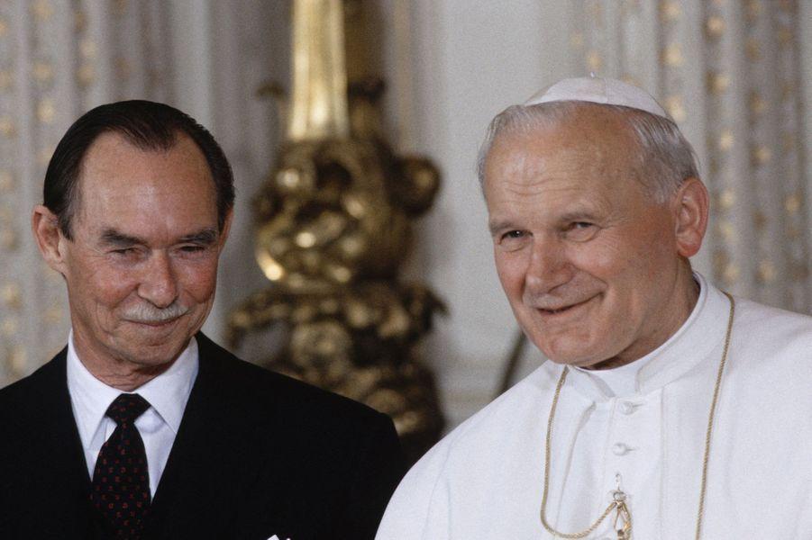 Le grand-duc Jean de Luxembourg avec le pape Jean-Paul II, le 30 avril 1985