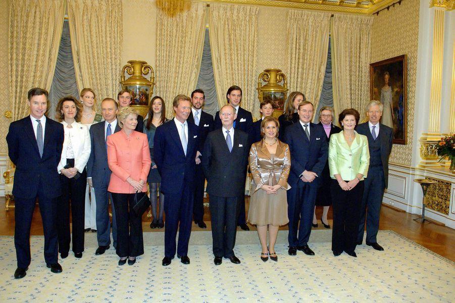 L'ex-grand-duc Jean de Luxembourg avec certains de ses enfants et petits-enfants pour ses 85 ans, en janvier 2006