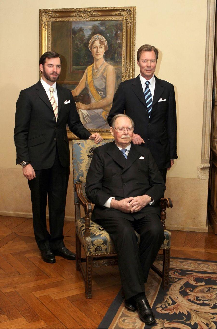 L'ex-grand-duc Jean de Luxembourg avec le grand-duc Henri et le grand-duc héritier le prince Guillaume, le 5 janvier 2011