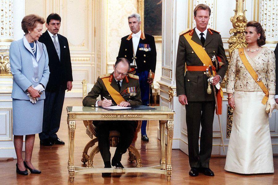 Le grand-duc Jean de Luxembourg, le jour de son abdication, au profit de son fils aîné le prince Henri, le 7 octobre 2000