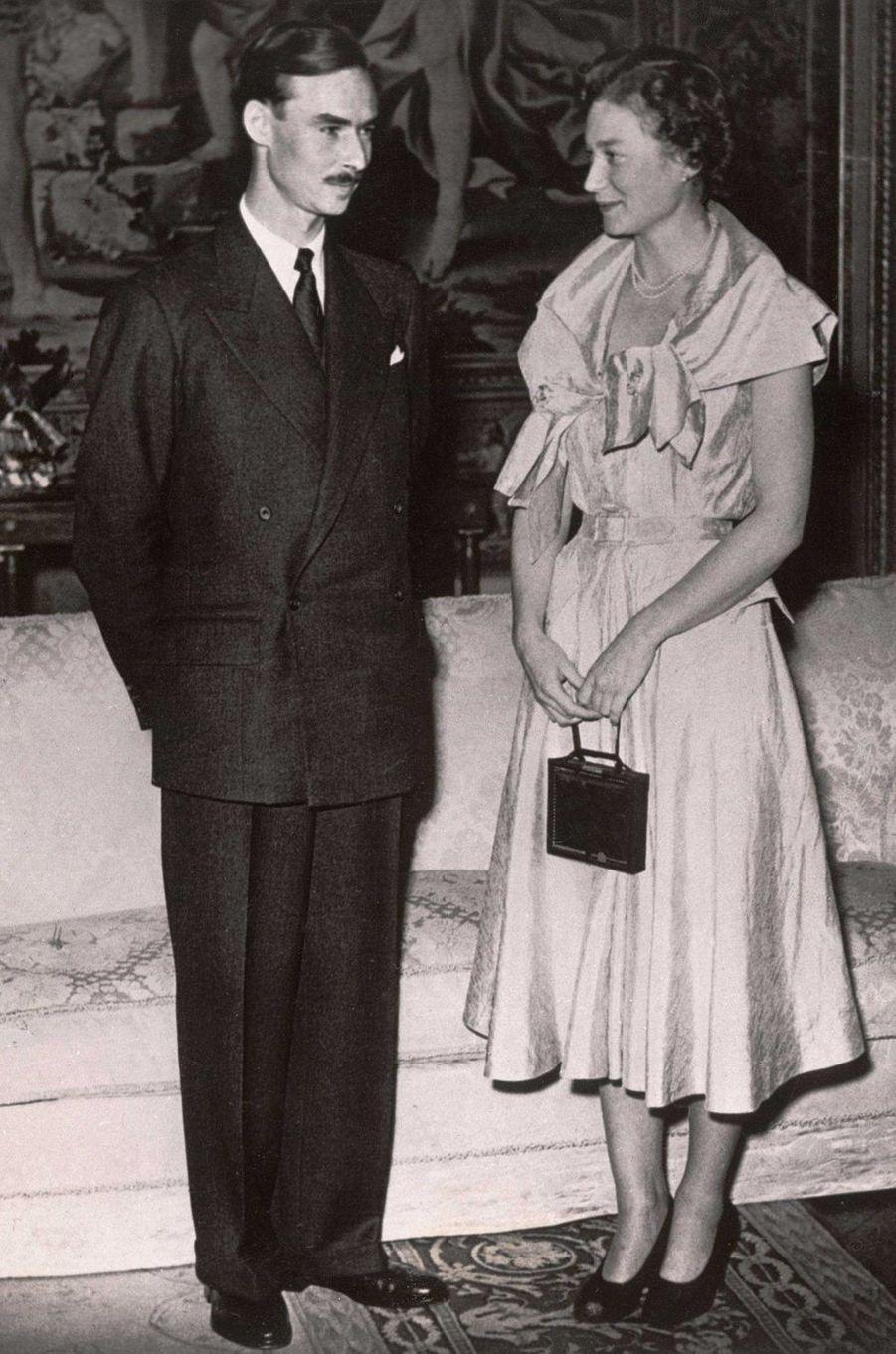 Le prince Jean de Luxembourg avec la princesse Joséphine-Charlotte de Belgique avant leur mariage, le 15 novembre 1952