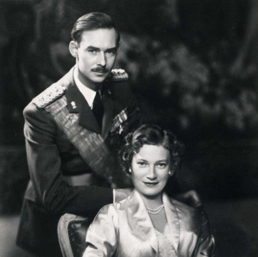 Le prince Jean de Luxembourg avec sa femme la princesse Joséphine-Charlotte, en 1953