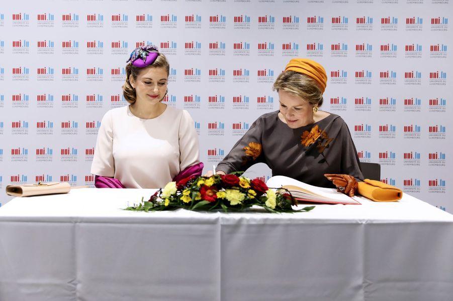 La princesse Stéphanie de Luxembourg et la reine des Belges Mathilde, le 16 octobre 2019 à Esch-Belval