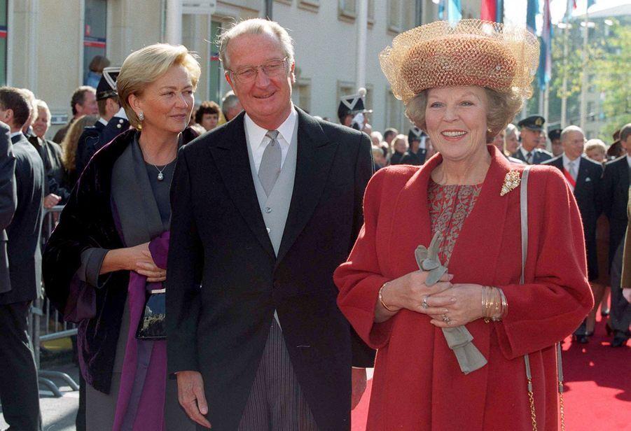 La reine Paola et le roi des Belges Albert II avec la reine Beatrix des Pays-Bas, à Luxembourg le 7 octobre 2020