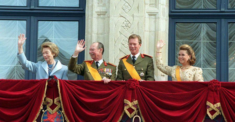 L'ex-grande-duchesse Joséphine-Charlotte et l'ex-grand-duc Jean avec le grand-duc Henri et la grande-duchesse Maria Teresa de Luxembourg, à Luxembourg le 7 octobre 2020