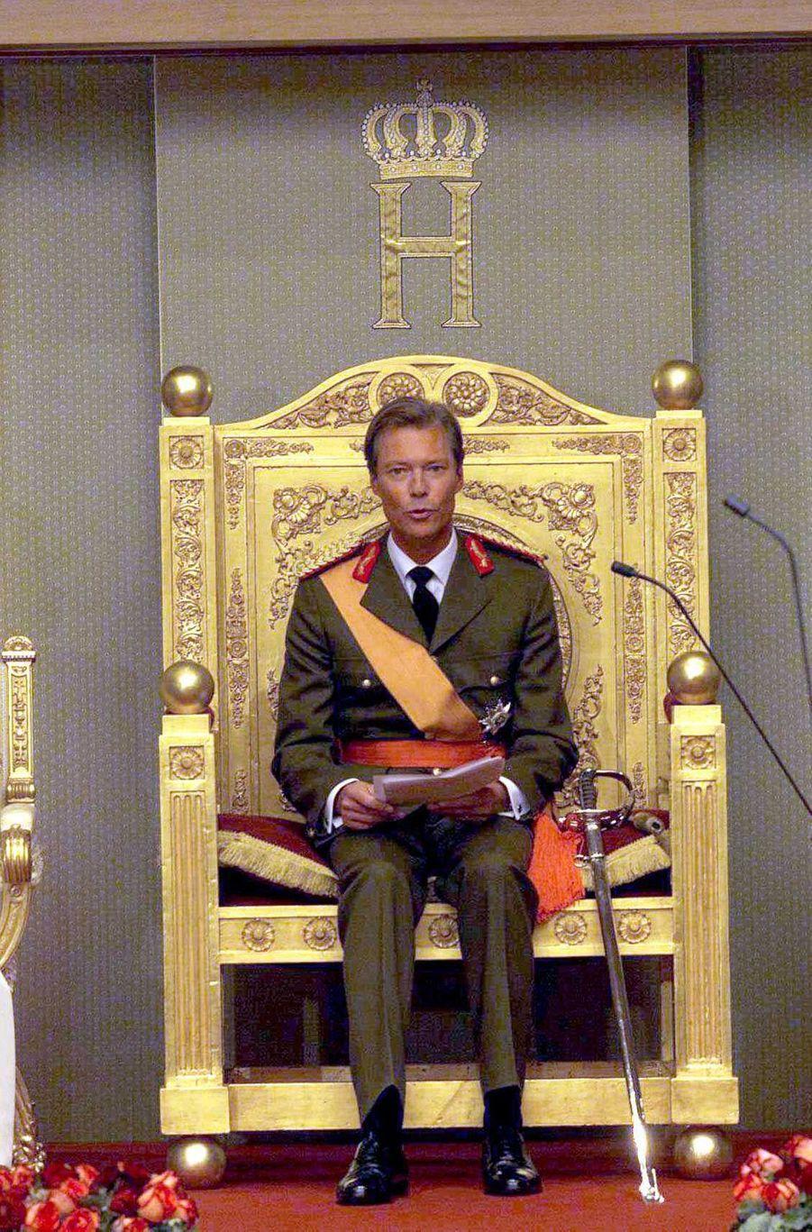 Le grand-duc Henri de Luxembourg, le 7 octobre 2000, jour de son accession au trône