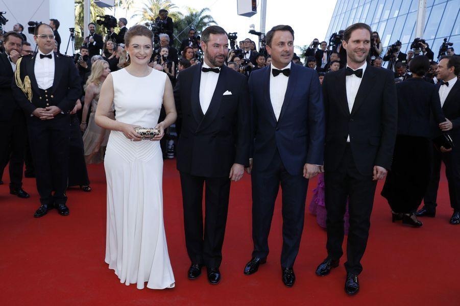 La princesse Stéphanie et le prince Guillaume de Luxembourg avec le Premier ministre Xavier Bettel et son mari à Cannes, le 17 mai 2017