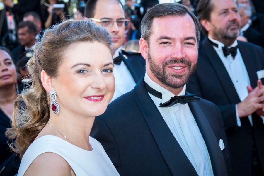 La princesse Stéphanie, parée de rubis et diamants, et le prince Guillaume de Luxembourg à Cannes, le 17 mai 2017