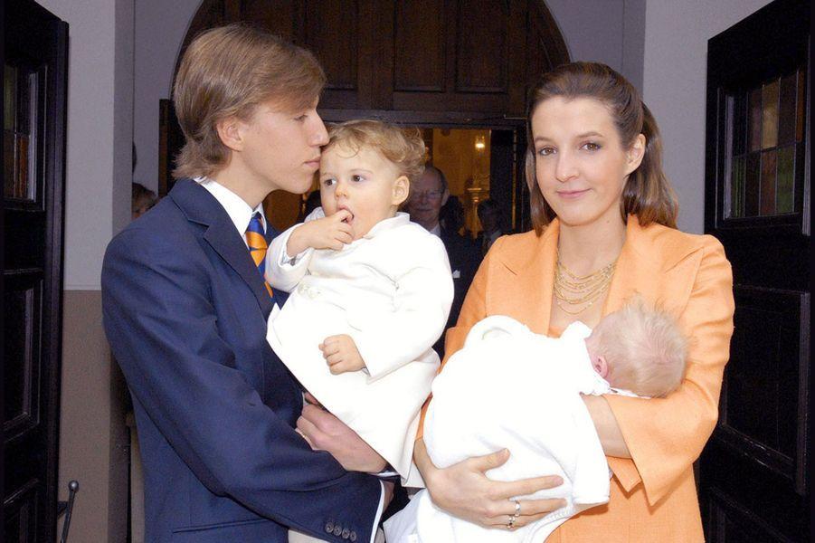La princesse Tessy du Luxembourg, avec son époux le prince Louis et leurs deux fils, les princes Gabriel et Noah, au baptême du second en 2007