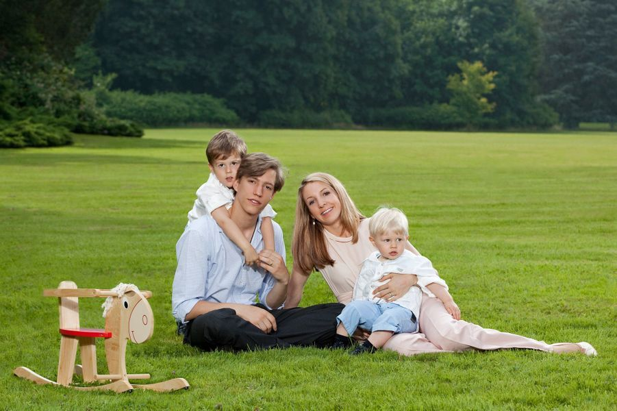 La princesse Tessy du Luxembourg, avec son époux le prince Louis et leurs deux fils, les princes Gabriel et Noah, en 2014