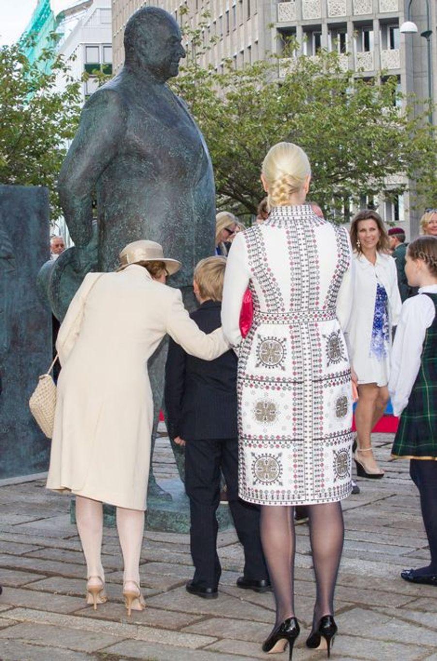 La reine Sonja et la princesse Mette-Marit de Norvège, à Oslo le 7 juin 2015