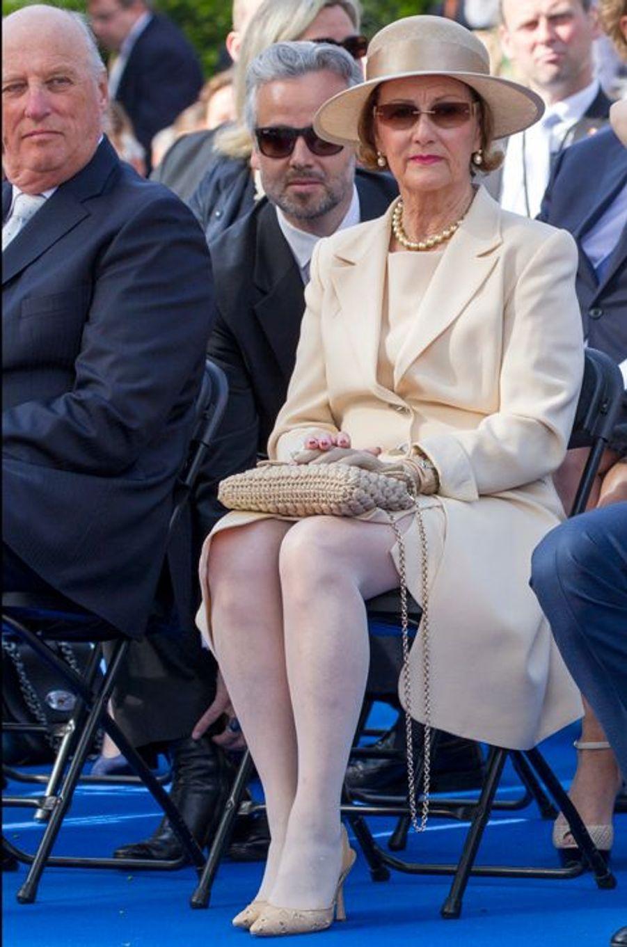 Le roi Harald V de Norvège et la reine Sonja dévoilent le monument d'Olav V à Oslo le 7 juin 2015