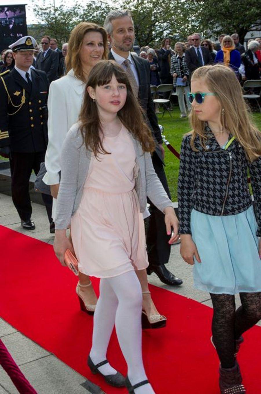 Maud-Angelica et Leah-Isadora, filles de la princesse Martha-Louise de Norvège, à Oslo le 7 juin 2015