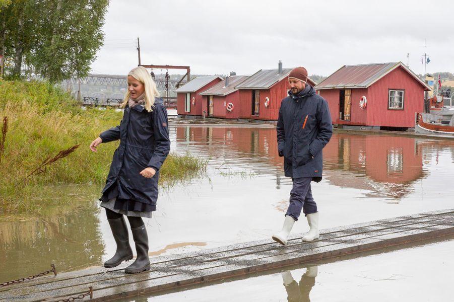 La princesse Mette-Marit et le prince Haakon de Norvège à Fetsund, le 16 septembre 2015s