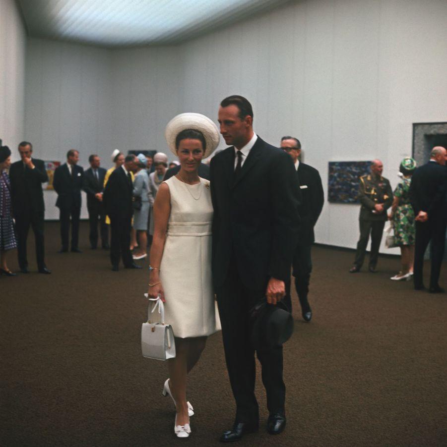 La veille du mariage, Harald et Sonja emmenèrent leurs invités inaugurer le nouveau musée d'Art moderne d'Oslo.