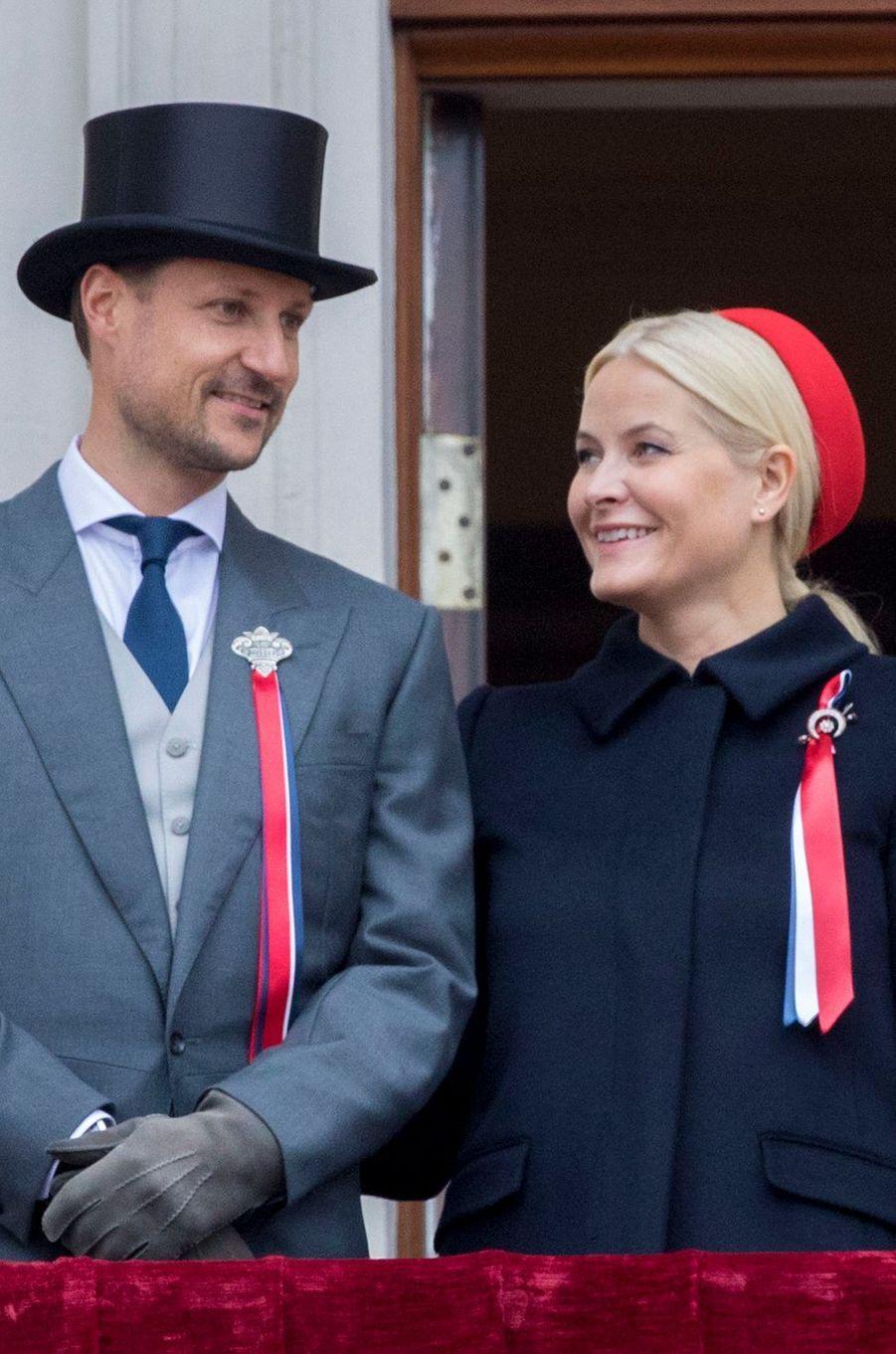 La princesse Mette-Marit et le prince Haakon de Norvège à Oslo, le 17 mai 2017