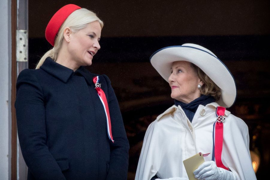 La princesse Mette-Marit et la reine Sonja de Norvège à Oslo, le 17 mai 2017